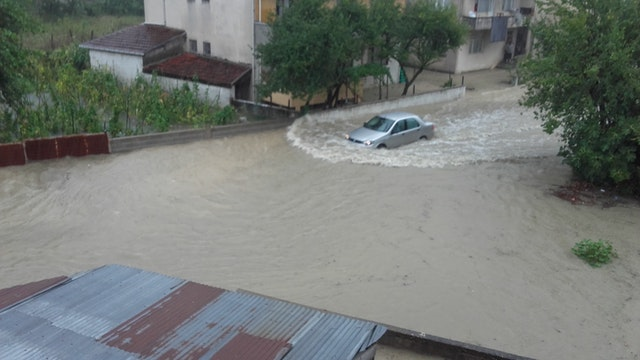 Safety Tips When Driving in the Rainy Season - Avoid Flood-Prone Roads