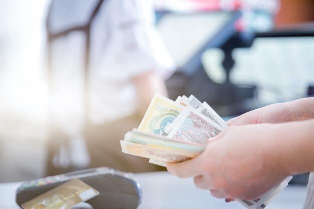 Credit Card vs Cash | MoneyMax.ph