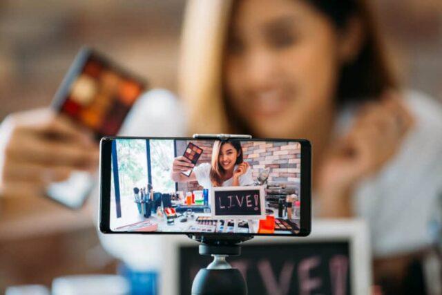 How to Earn Money Online - vlogging