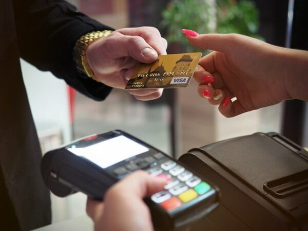 Best Credit Cards for Groceries - How to use a credit card in grocery stores